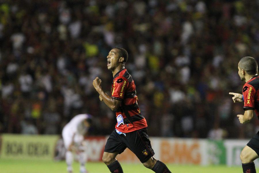 Sport ainda busca uam vaga no G4 e encara o Bragantino / Alexandre Gondim JC Imagem/Folhapress