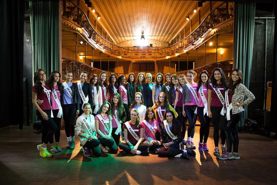 Misses visitam a Casa da Ópera de Ouro Preto