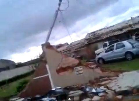 Vídeo publicado no Youtube mostra a destruição na cidade de Taquarituba (SP) após o tornado deste domingo, dia 22 / Reprodução/Youtube