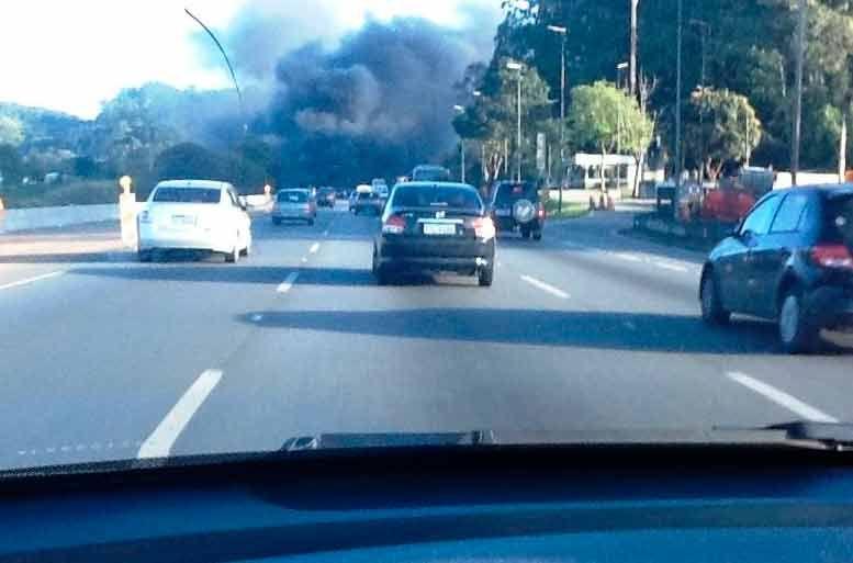 Fumaça de protesto pode ser vista de longe / Reprodução/BandNews FM