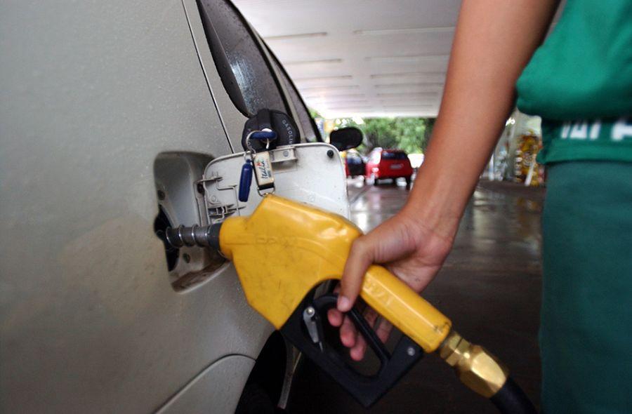 Preço da gasolina fica acima de R$ 7 em oito estados brasileiros