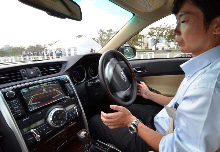 Toyota apresenta modelo de carro com piloto automático