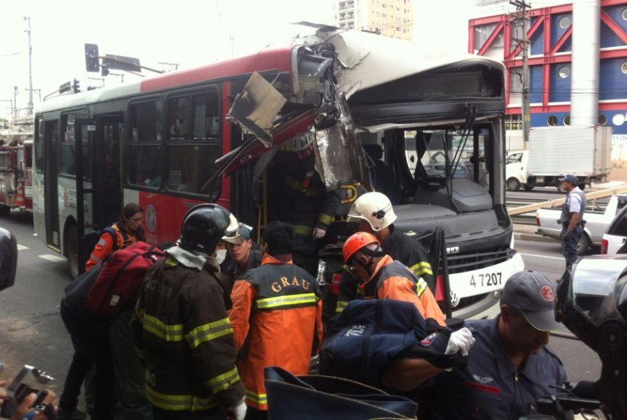 Veículo ficou destruído após a colisão / Stephan Gabriel Rozenbaum