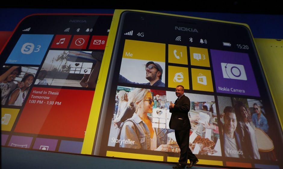 CEO da Nokia apresenta o Lumia 2520 em Abu Dhabi / KARIM SAHIB / AFP
