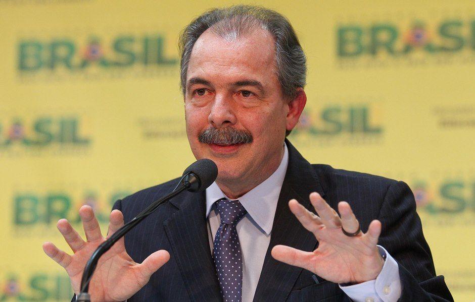 Mercadante foi um dos ministros que se reuniram neste domingo / Pedro Ladeira/Folhapress
