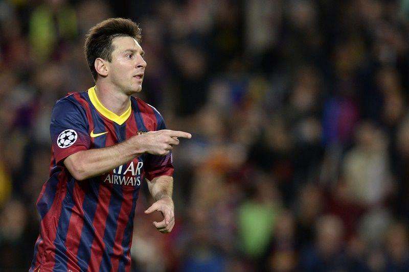 Messi em ação pelo Barcelona: PSG estaria de olho no jogador / Lluis Gene/AFP