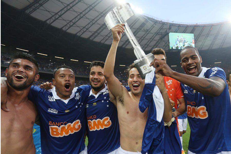 Em 2013, jogadores comemoraram título antecipadamente, apesar do Atlético-PR e da matemática / Marcos Bezerra/Futura Press/Folhapress