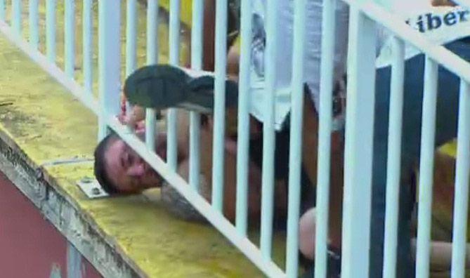 Torcedores brigam em jogo entre Atlético-PR e Vasco