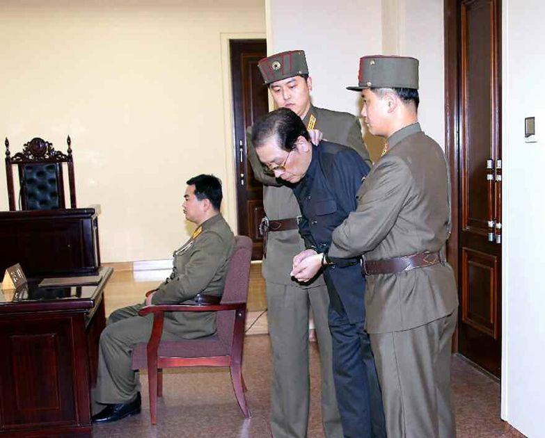 Acusações apresentadas contra Jang (foto) durante o julgamento são uma mostra de um reforço do culto à personalidade / YONHAP / AFP