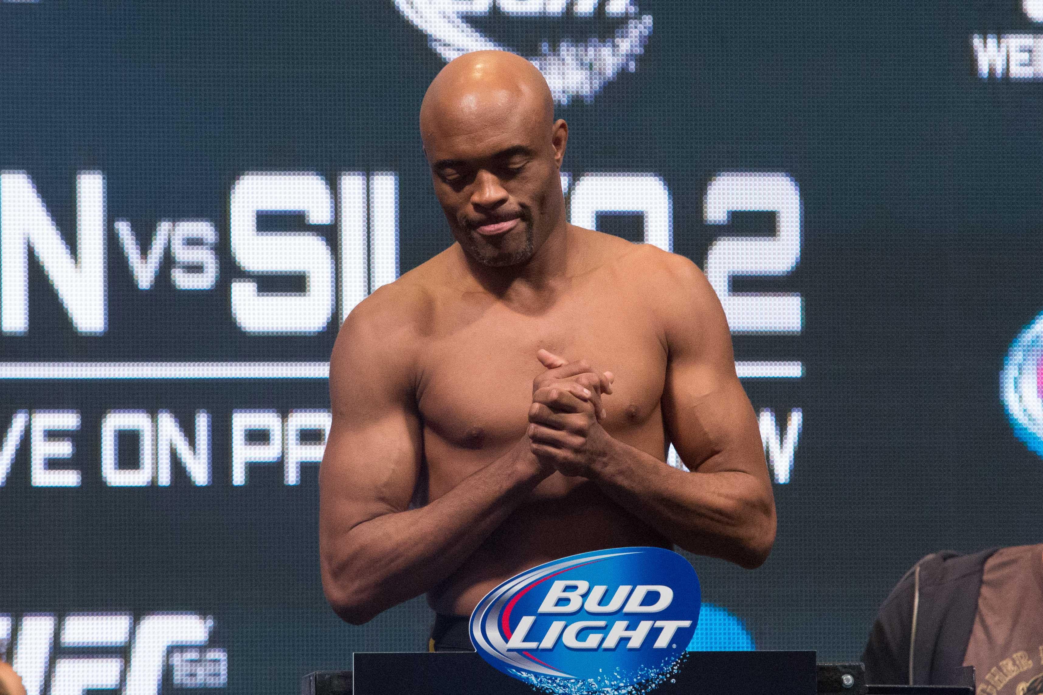 Anderson Silva durante pesagem para o UFC 168, na cidade de Las Vegas (EUA). / Adriana Spaca/Brazil Photo Press/Folhapress