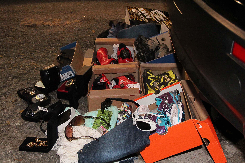 Sequestradores compraram roupas de marca, relógios e acessórios no valor de 24 mil reais com cartões da vítima. / Edison Temoteo/Futura Press/Folhapress