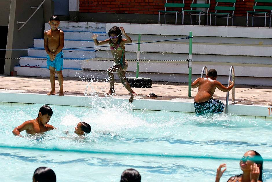 Adultos devem tomar cuidado com crianças em piscinas / Vanessa Silva/PMPA