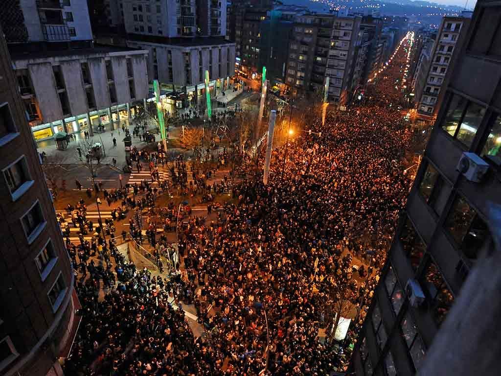 Multidão tomou ruas de Bilbao na noite de ontem / Rafa Rivas/AFP