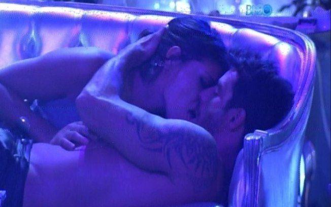 No fim da festa, Diego e Franciele acabam se beijando