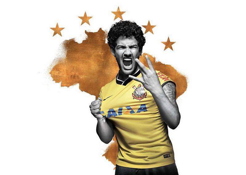 Clubes brasileiros ganham camisa em homenagem à Seleção