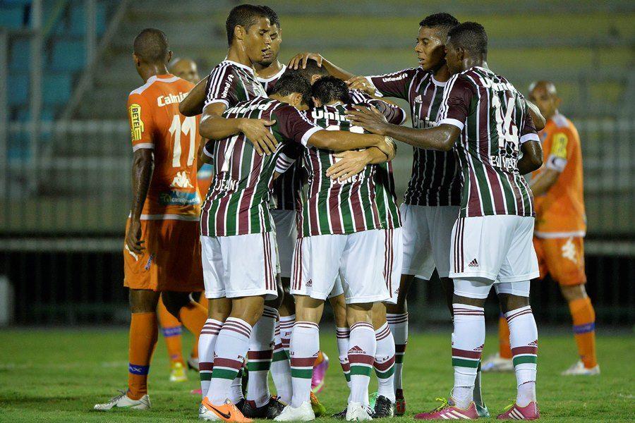 Jogadores do Flu comemoram gol marcado por Wagner / Fernando Soutello/Agif/Folhapress