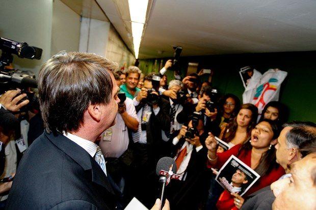 Bolsonaro disse que seu ouvido não é penico