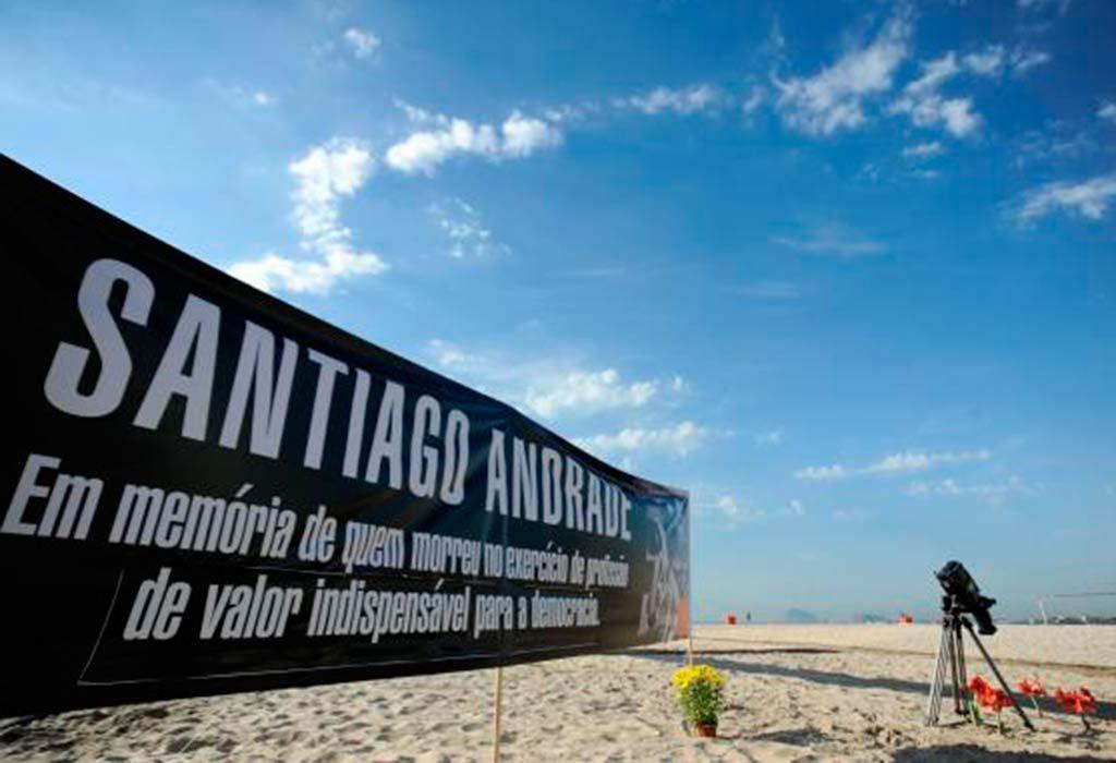 Câmera foi armada em Copacabana em homenagem a Santiago / Tânia Rêgo/ABr