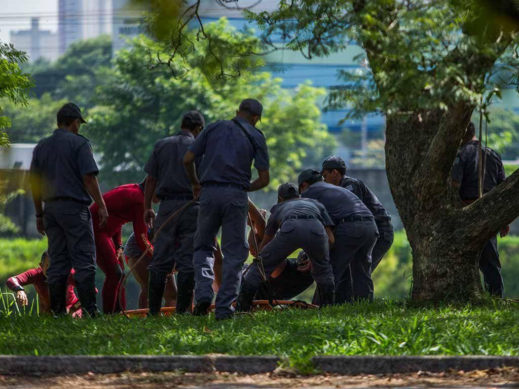 Corpo foi encontrado nesta manhã / Apu Gomes/Folhapress