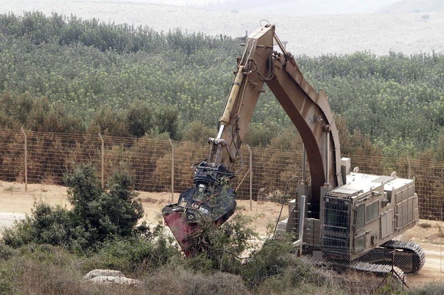 Israel voltou a retirar as árvores na fronteira com o Líbano