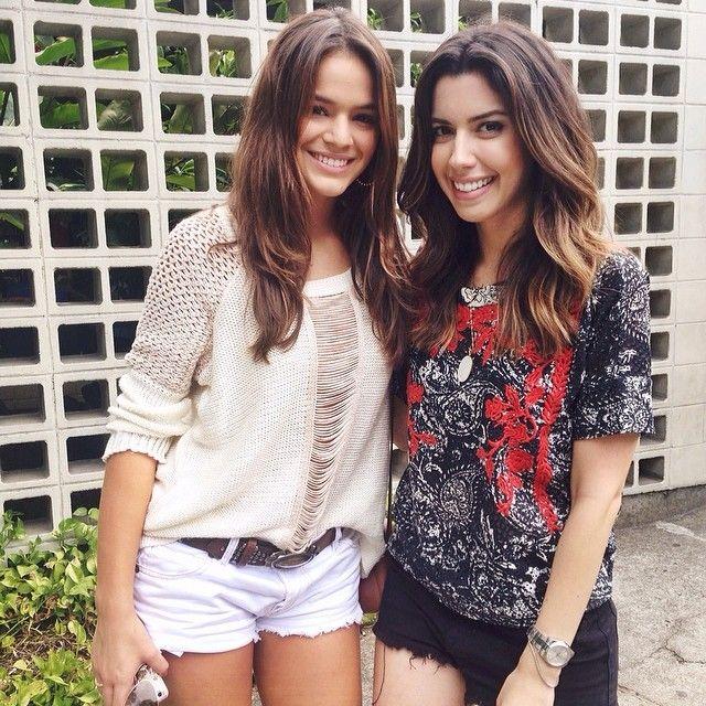 Bruna Marquezine conversa com Camila Coutinho, do famoso blog Garotas Estúpidas / Divulgação/Instagram