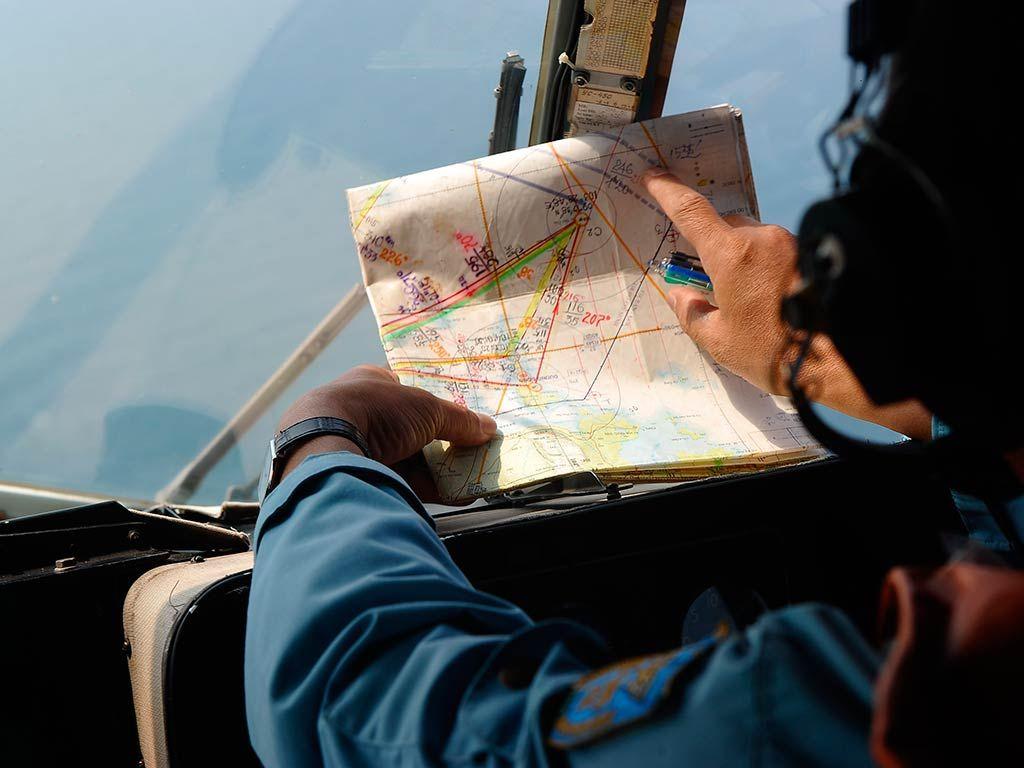 Buscas seguem pelo avião desaparecido / Hoang Dinh Nam/AFP
