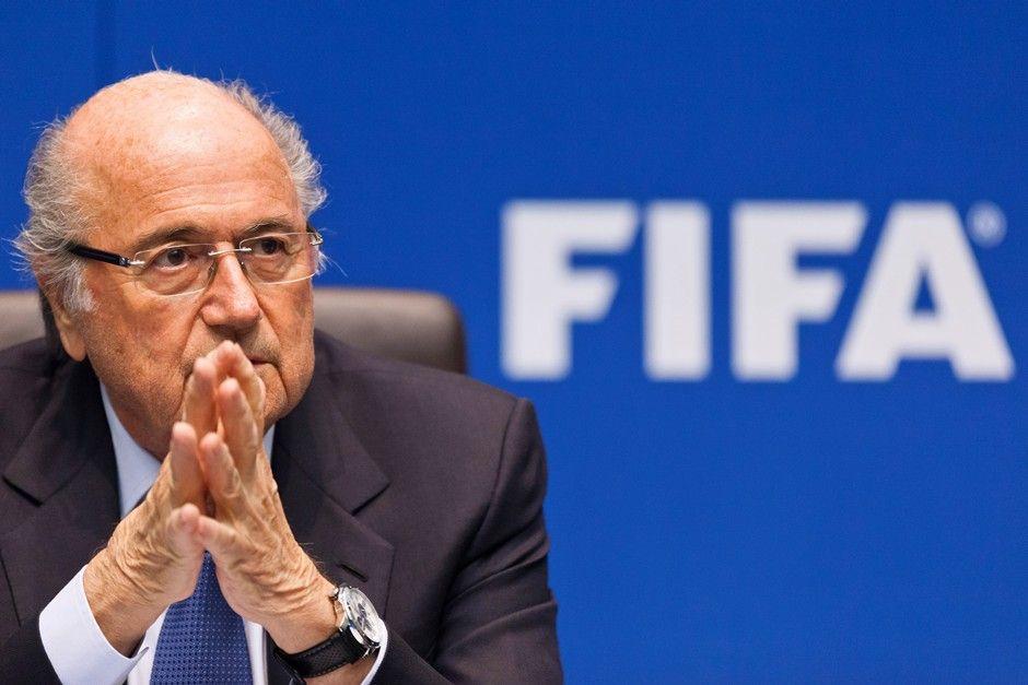 Blatter afirma que clima social tenso é um complicador / Michael Buholzer / AFP