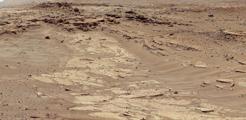 Imagem mostrou arenito em Marte, que tem diferentes resistências à erosão / HANDOUT / NASA / AFP