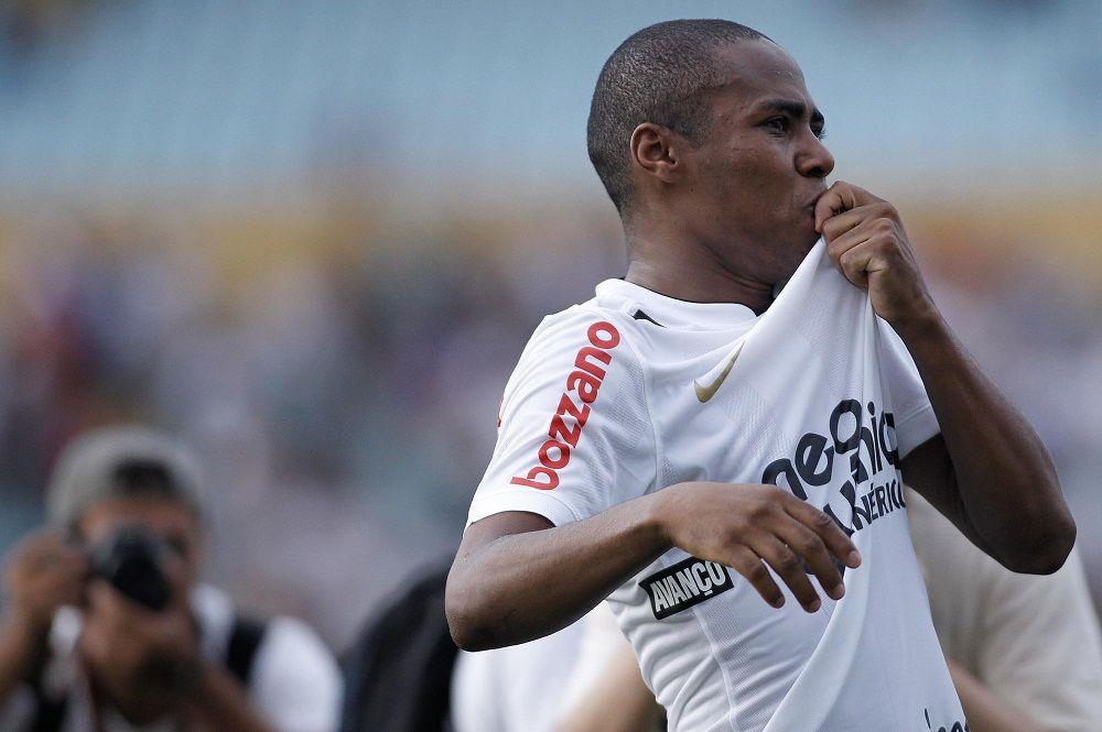 Elias volta a vestir a camisa corintiana / Ueslei Marcelino/Agif/Folhapress