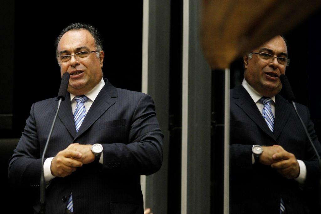 PT escolhe Chinaglia para lugar de André Vargas - Notícias - Política - Band.com.br