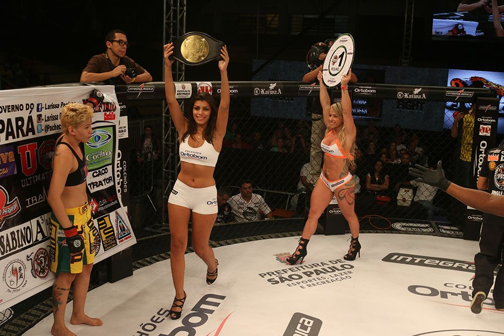 Ex-BBB Franciele Almeida chama a atenção em evento de MMA