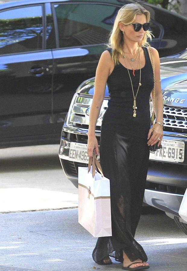 Kate Moss deu trabalho durante um voo para Londres / Delson Silva e Francisco Cepeda/AgNews
