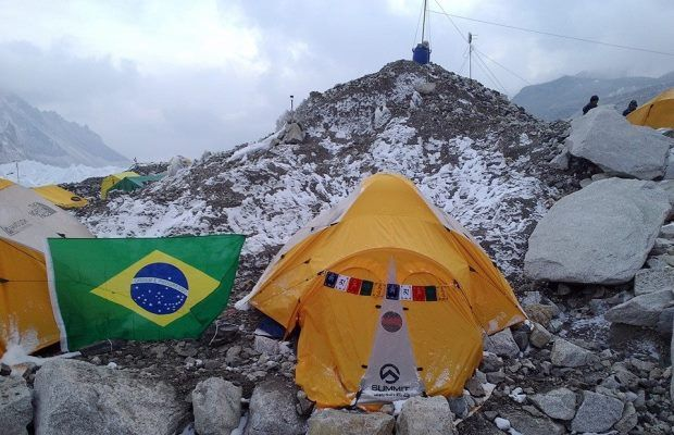 Imagem mostra acampamento do brasileiro no Everest