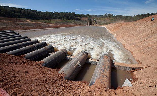 Água dos reservatórios da Sabesp é vendida irregularmente / Mario Ângelo/Sigmapress/Folhapress