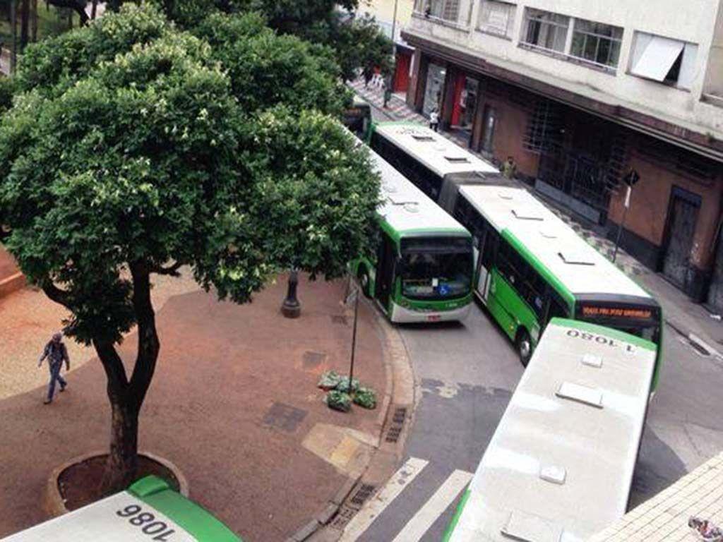 SP: quatro ônibus são incendiados em dia de greve - Notícias - Cidades - Band.com.br