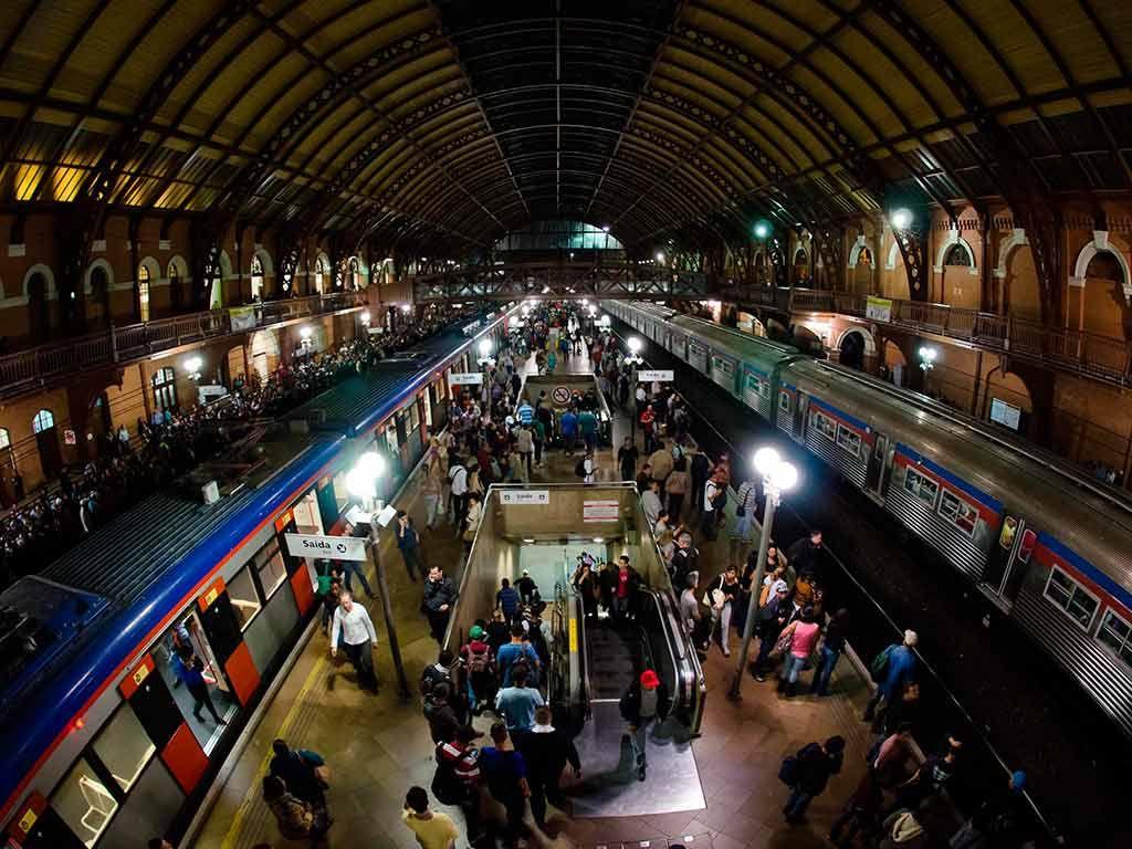 Metrô e trens em SP vão funcionar durante a madrugada