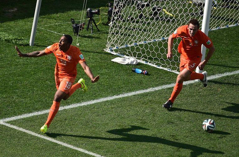 Holanda fez 2 a 0 no Chile e terminou primeira fase com 100% de aproveitamento / Gabriel Bouys/AFP