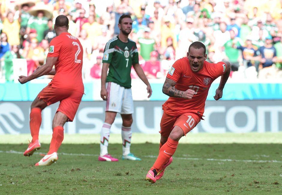 Sneijder colocou fogo no jogo ao igualar o placar com um belo gol, no segundo tempo / Damien Meyer/AFP
