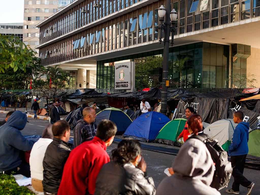Manifestantes se instalaram no local na noite da última terça-feira / Fábio H. Mendes/Futura Press/Folhapress