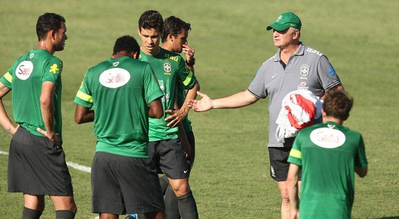 Scolari treina a seleção brasileira nesta quinta-feira em Fortaleza / Bruno Domingos/Mowa Press