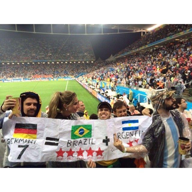 Weickert e famosos conferem jogo da argentina not cias for Noticias famosos argentina