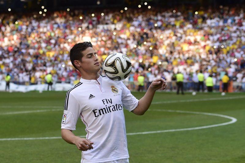 James Rodríguez domina bola em sua apresentação no Real Madrid  / Pierre-Philippe Marcou/AFP