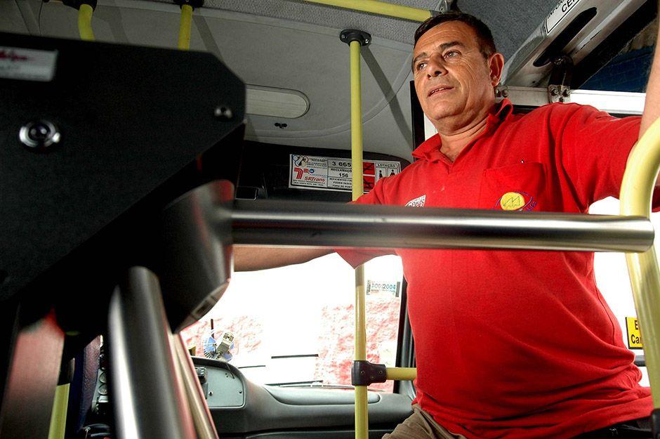 Usuário de ônibus poderá carregar bilhete no coletivo / Fernando Donasci/Folhapress