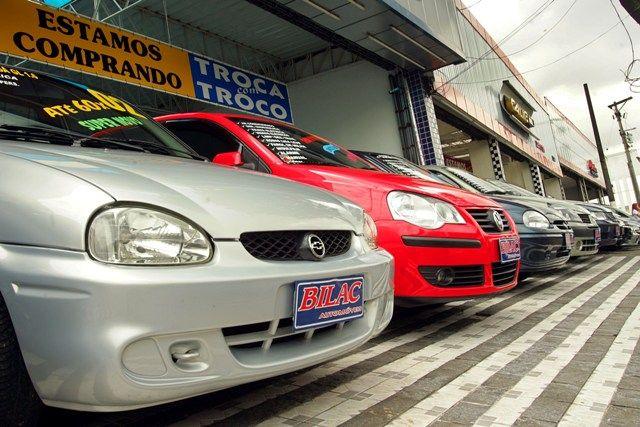 Carros usados têm sido a grande escolha dos consumidores com pouco dinheiro / Foto: André Lessa/Agência Estado