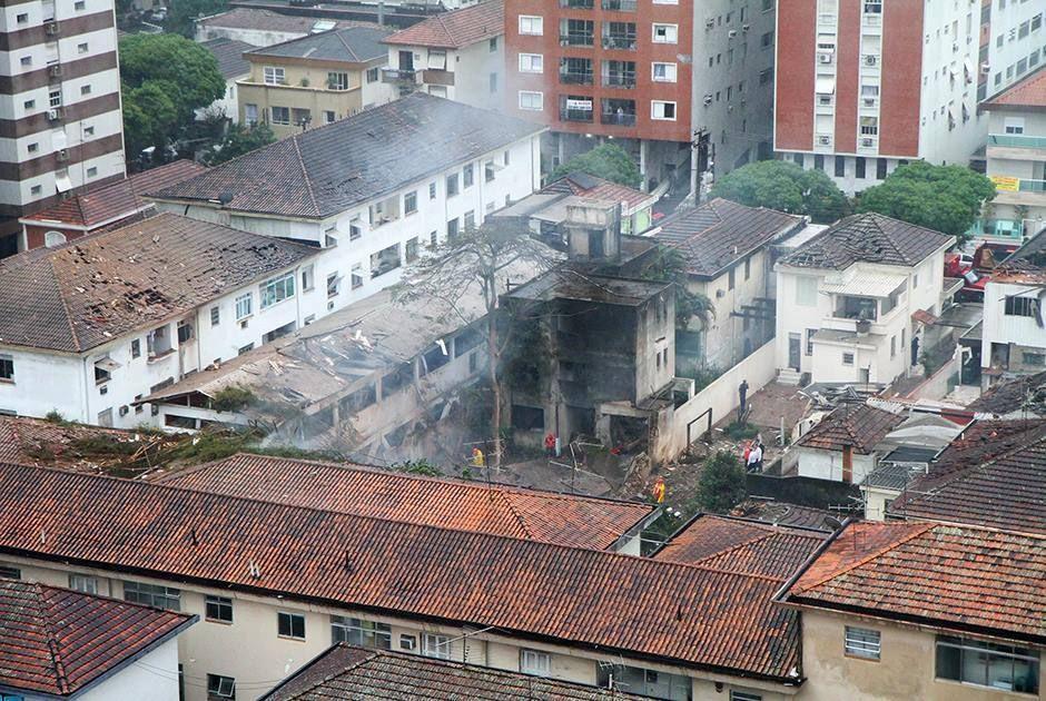 Jato caiu nesta quarta-feira em Santos / Delamonica/Futura Press/Folhapress