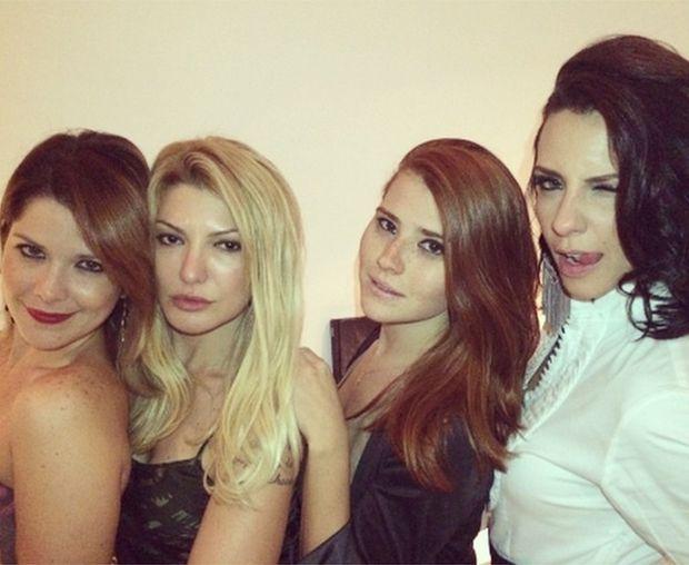 Camila Rodrigues festeja aniversário com amigos