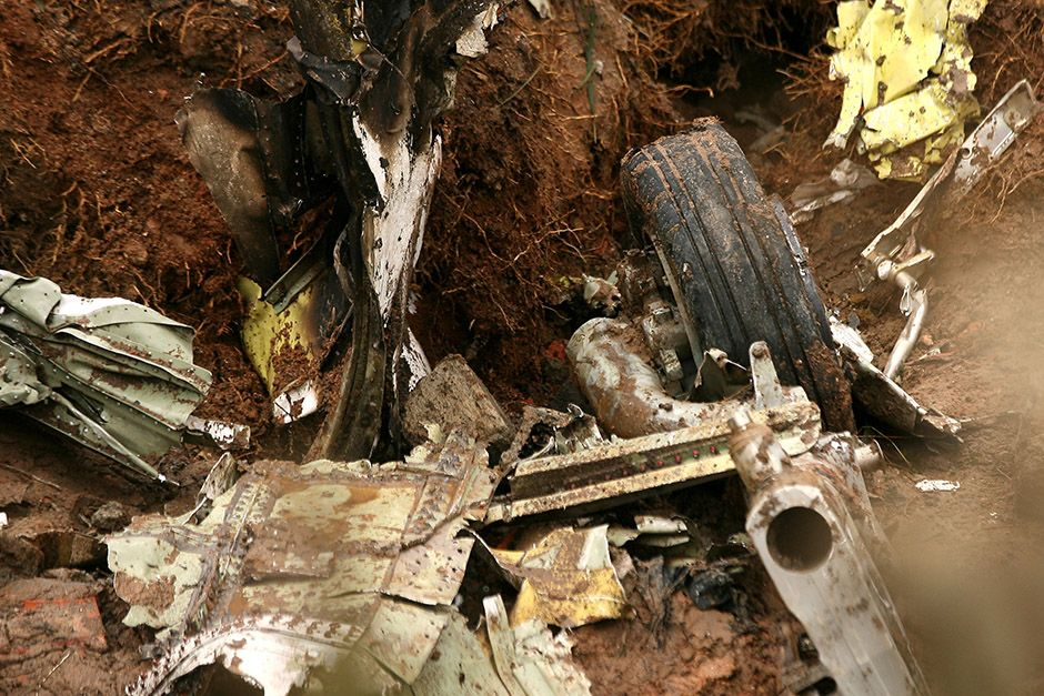 Destroços do avião de Eduardo Campos / Guilherme Dionizio/Folhapress