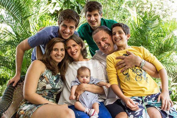Mensagem publicada no Facebook afirma que Brasil chora a perda do político 1cd21ac1adf42