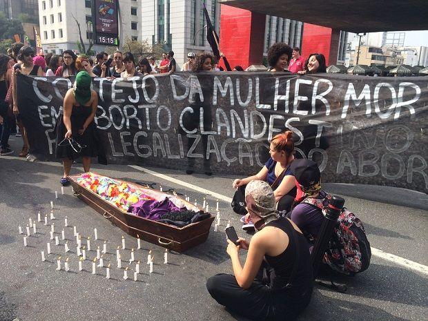 Protesto a favor do aborto na Paulista / Stephan Rozenbaum/SulAmérica Trânsito