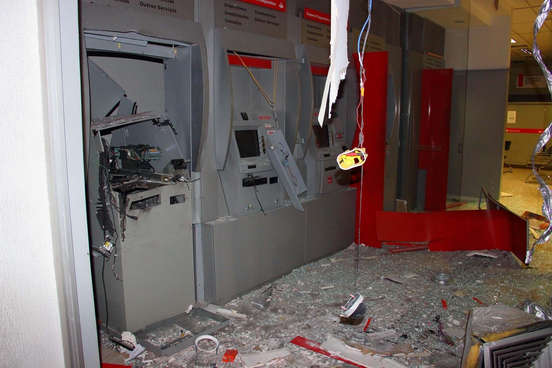 Assaltantes explodem caixa eletrônico em Diadema - Notícias - Cidades - Band.com.br